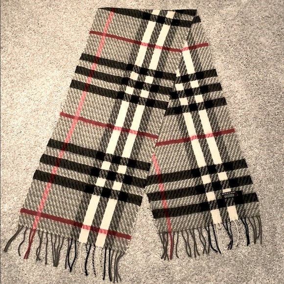 Burberry The Classic Check 100% Cashmere Scarf